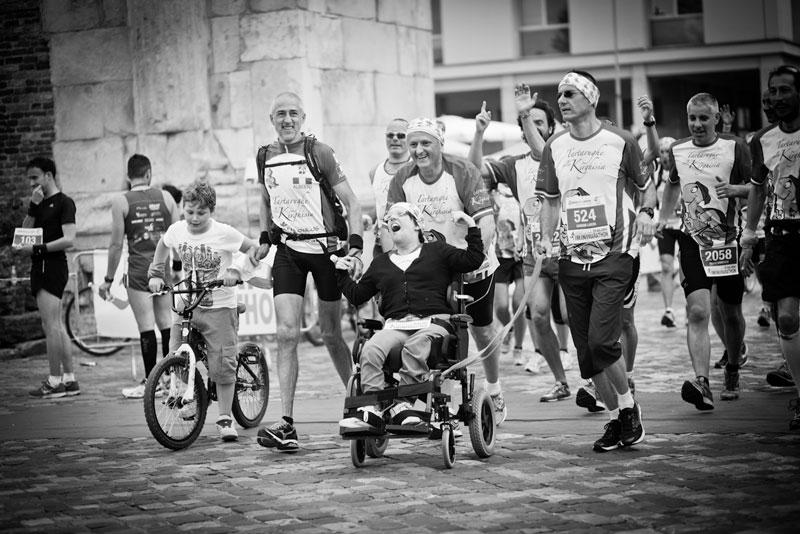 raduno-spingitori-di-carrozzelle-maratona-di-rimini2