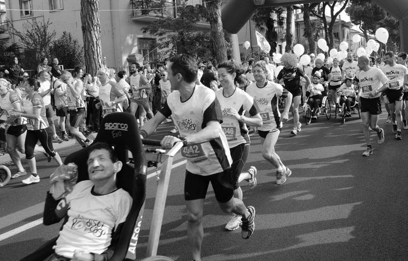 raduno-spingitori-di-carrozzelle-maratona-di-rimini5